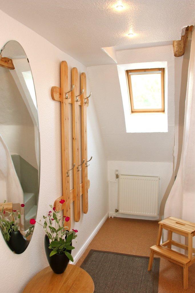 rotes haus. Black Bedroom Furniture Sets. Home Design Ideas