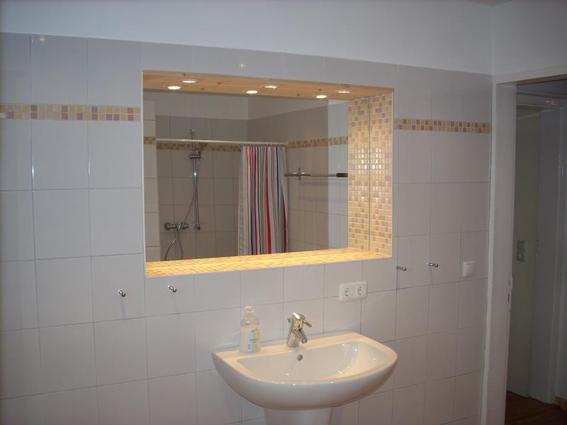 Spiegel Badezimmer. So Knnten Spiegel Aussehen. Kleines Badezimmer ...