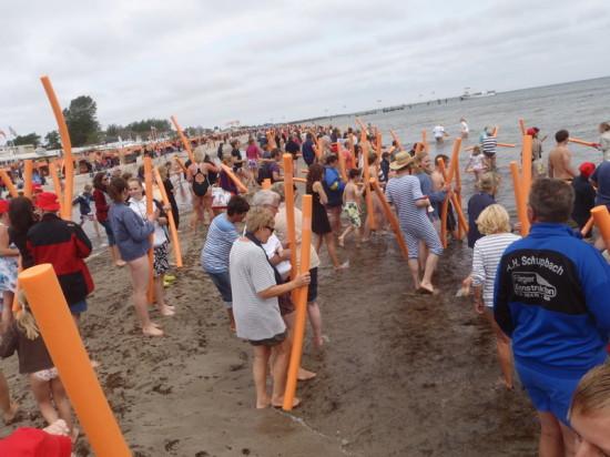 Über 2500 Menschen bei gemeinsamer Aquafitness in Dahme